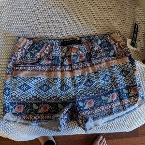Tinsel cotton patterned shorts size 27